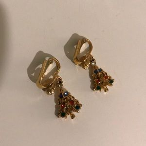 Gold toned holiday Christmas tree 🎄 clip earrings